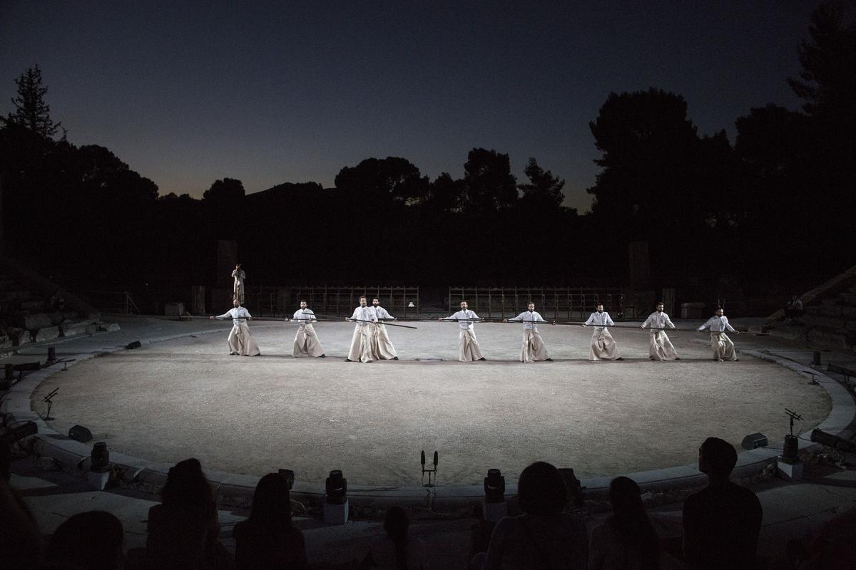 Robe-Greek-National-Theatre-The-Persians-AH4A1984-photo-Thomas-Daskalakis