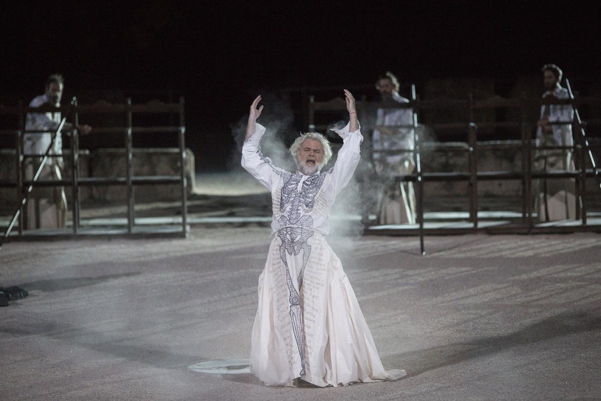 Robe-Greek-National-Theatre-The-Persians-AH4A2195-photo-Thomas-Daskalakis