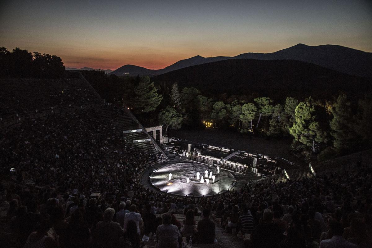 Robe-Greek-National-Theatre-The-Persians-AH4A2851-photo-Thomas-Daskalakis