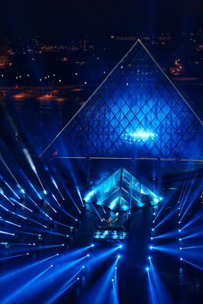 Robe-United-at-Home-Paris-David-Guetta-at-the-Louvre-1-photo-by-Guille-GS