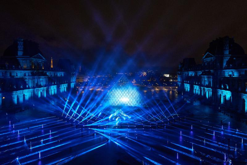 Robe-United-at-Home-Paris-David-Guetta-at-the-Louvre-4-photo-by-Guille-GS