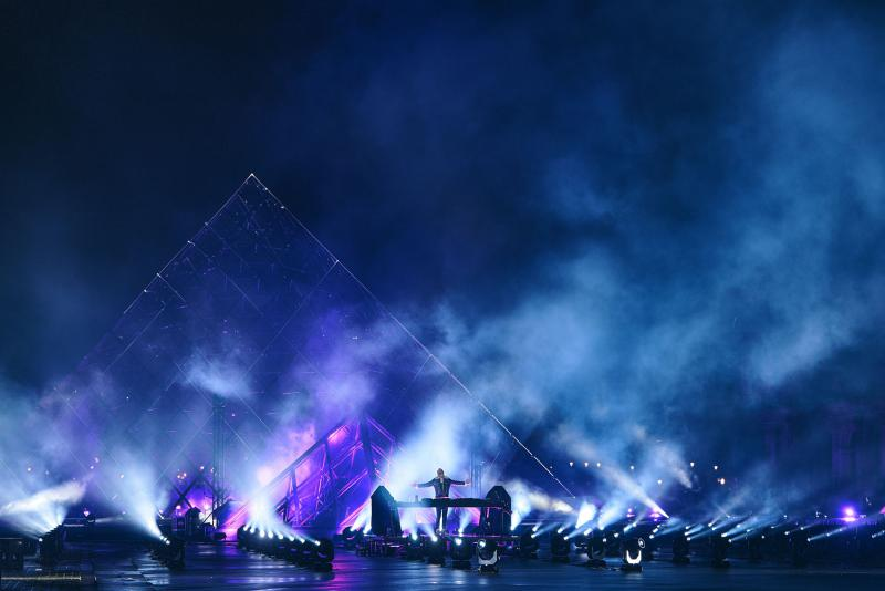 Robe-United-at-Home-Paris-David-Guetta-at-the-Louvre-6-photo-by-Guille-GS
